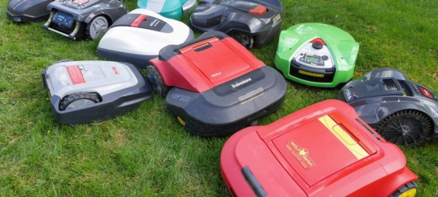 Group of robot lawn mowers