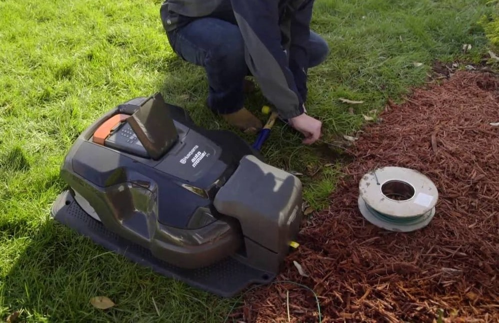 install perimeter wire of robot lawn mower