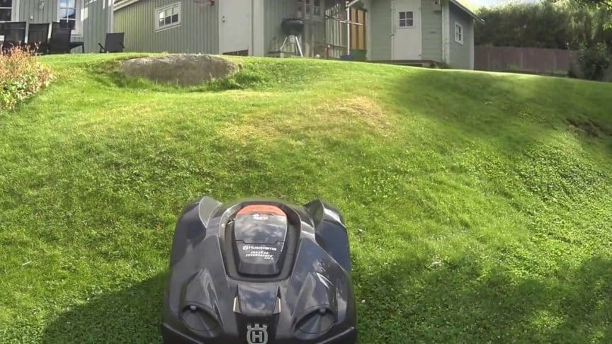 slope and hill performance of robot lawn mowers